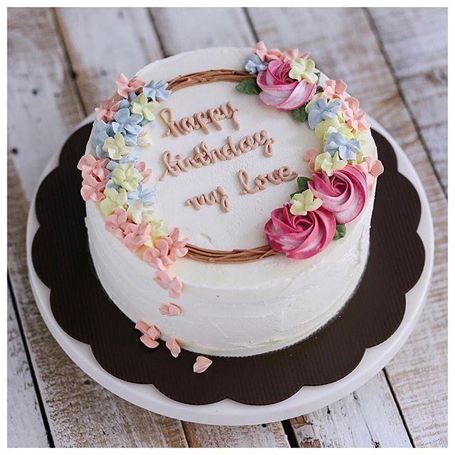 Petals falling to bottom of cake