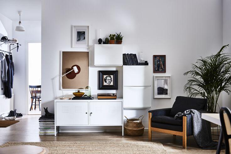 IKEA PS kast | IKEA IKEAnl IKEAnederland inspiratie wooninspiratie interieur wooninterieur opberger opbergen wit TRONES schoenenkast woonkamer kamer stoel fauteuil meubel meubels meubelen