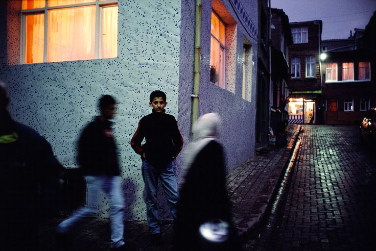 Alex Webb TURKEY. Istanbul. 2001. Street scene in Ayvansaray.. Magnum Photos Photographer Portfolio