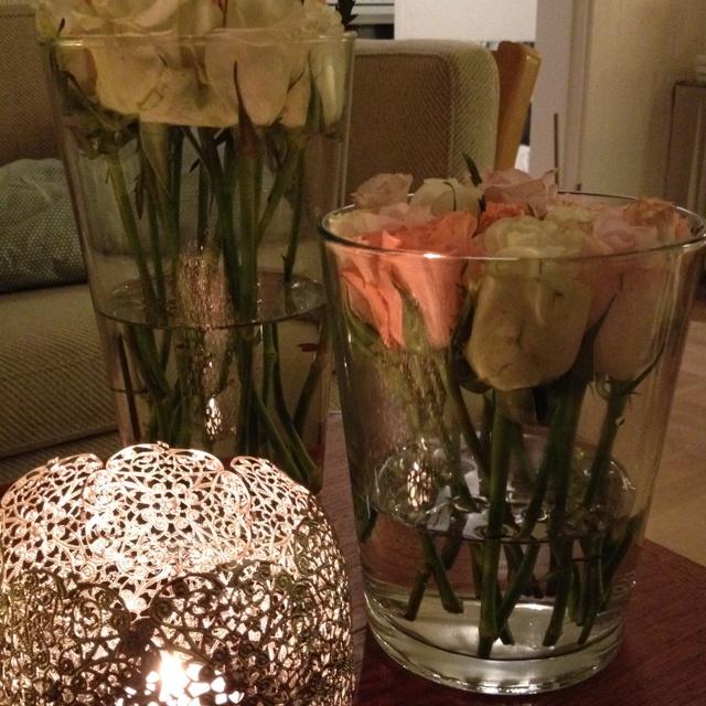 Afstilkede roser i vase
