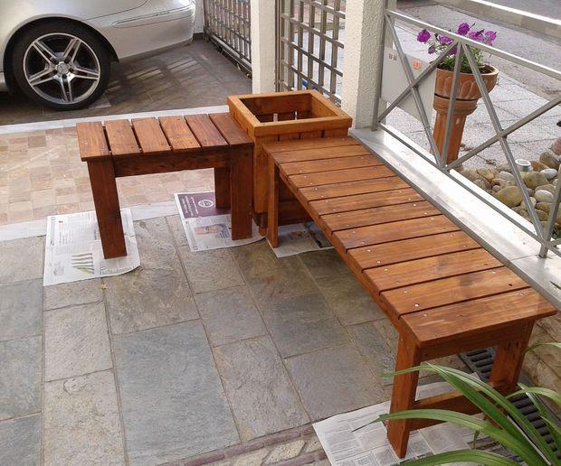 9 best outside bench seats images on pinterest corner for Pallet corner bench