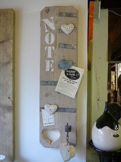 Deze heb ik thuis ook hangen! Zelf gemaakt tijdens een workshop memories steigerhout maken in Boksum!