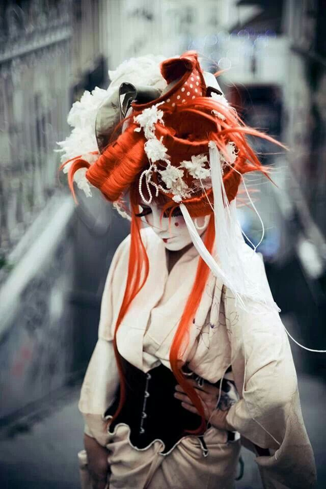 Photographer: Sophie Thouvenin Designer / Model: Jackie Tadeóni / Kiki Beguin