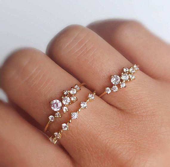 Ring mit weißen Diamanten in Weißgold-Ring vom November
