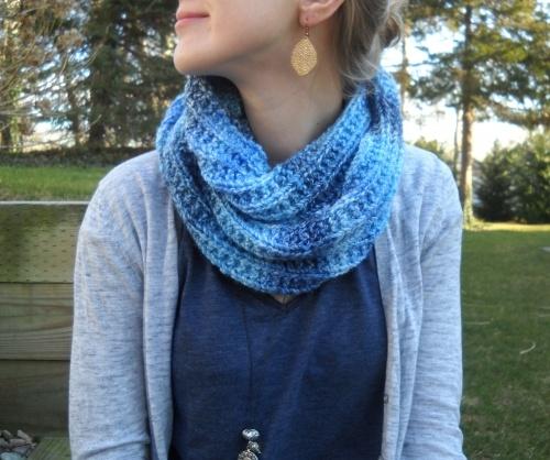 Infinity Scarf Knitting Pattern Bernat : Blues Infinity Scarf - Free Pattern! Knit patterns, Free ...