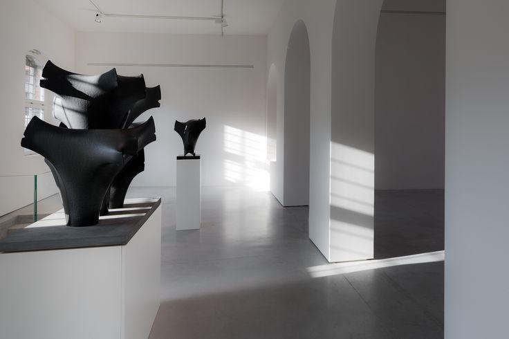 Pavimento #Nuvolato, una soluzione che valorizza al meglio esposizioni d'#arte e spazi di design. Come il Museo del Vetro di #Murano. Foto: @Marco Zanta #interiordesign