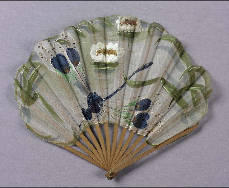 Early 20th century, Europe - Folding fan - Wood sticks and cotton leaf, hand painted, embroidered with sequins