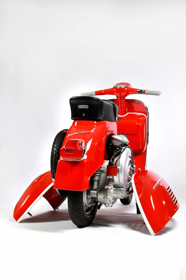 The Scooterist: A 1965 vespa SS180