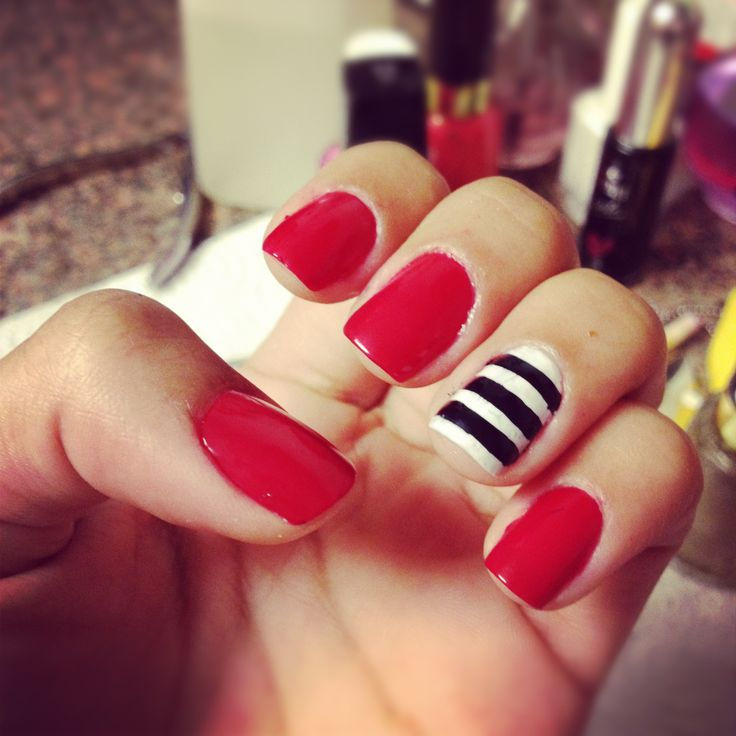 red nails + striped accent.