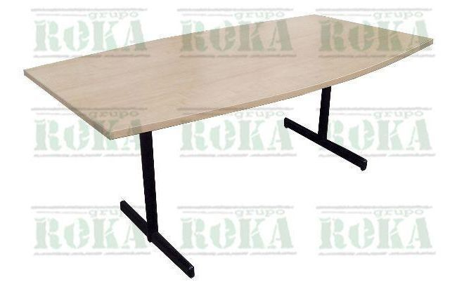 Mesa de juntas tono maple Dimensiones aproximadas: 210*110 cm Mesa en tablero aglomerado de alto espesor enchapado en formica tono maple. Ba...