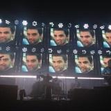 Band Rock fenomenal Radiohead memberikan penghormatan terakhir pada konser pertamanya setelah tragedi di Toronto,untuk teknisi drum mereka Scott Johnson yang meninggal karena tertimpa panggung yang rubuh pada bulan Juni lalu .