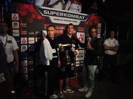 Ionut Iftimoaie, un luptator in poker si in K1. Se lupta la Craiova in Gala SuperKombat cu americanul James Wilson in 10 noiembrie. Dupa, il gasiti la mesele de poker pe PokerStars, cu ID Ifty78.