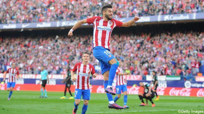 Atletico Madrid heeft in La Liga rode lantaarn Granada in de pan gehakt dankzij een knalprestatie van Yannick Carrasco. Bekijk zijn hattrick.
