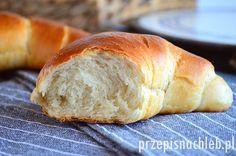 Rogale maślane. Aż dziwne, że do tej pory nie było tu na nie przepisu! Przygotowane z receptury piekarskiej z 1984r.- podanej na 100 kg mąki :) Takie prawdziwe. Z mąki pszennej chlebowej, z dodatkiem mąki żytniej. Są naprawdę pyszne, miękkie i lekko słodkie. A jakie puszyste! No zachwyt ;) Polecam. Składniki Przygotowanie Drożdże rozpuścić w […]