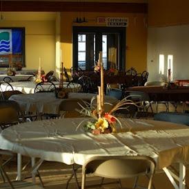 Style banquet dans la grande salle.