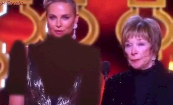 La televisión iraní censura el escote de Charlize Theron en los Oscar y la 'viste' de negro