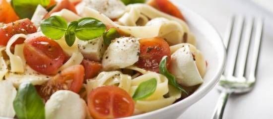 http://www.smulweb.nl/recepten/1352409/Pastasalade-met-tomaat-en-mozzarella
