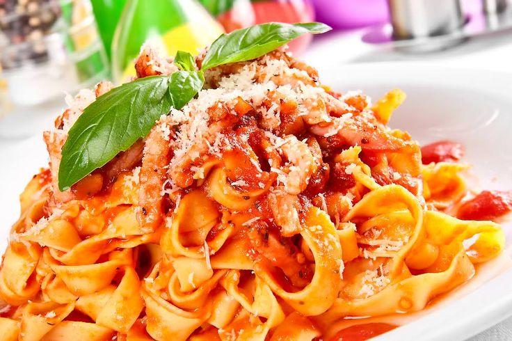 Giet jij ook altijd je pasta af met een vergiet boven de gootsteen? Als je dit trucje kent, dan doe je dat niet meer!
