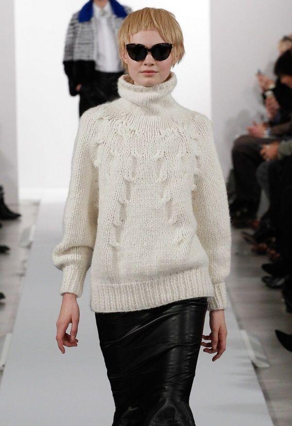 Вязаный белый свитер с горлом Oscar de la Renta