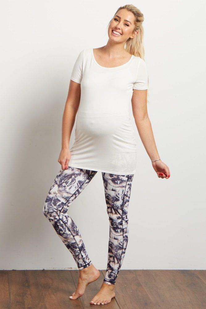 Stylish and versatile athletic wear is an essential. These printed maternity workout leggings will keep you comfortable and cool in its lightweight, breathable material. The bold design looks great whether you're at the gym or casually running errands.