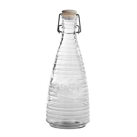 Preserve and present your homemade or store bought drinks for picnics, BBQs and more in this Kilner glass bottle, featuring a durable clip top lid and the classic logo on the front for a vintage touch.