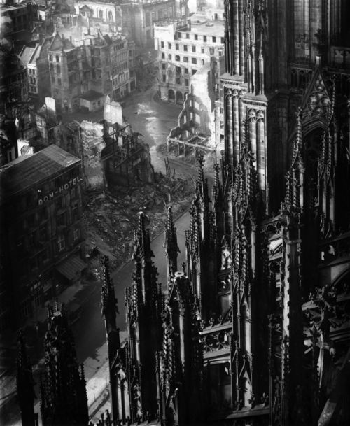Completely in love with this photo of Cologne Cathedral photography by Karl Hugo Schmölz  in 1947! #Photography #Art #blackandwhite #Cathedral