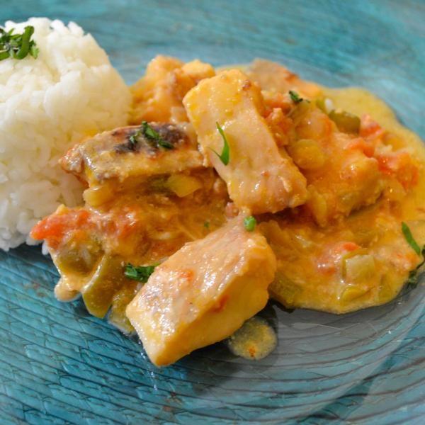 Aprende a preparar pescado encocado con esta rica y fácil receta.  En esta ocasión, en RecetasGratis.net, te presentamos un plato de la cocina ecuatoriana que se...