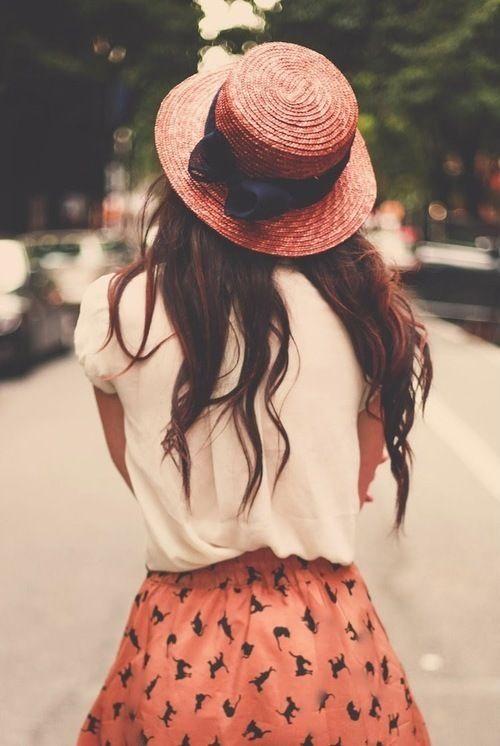 Lo amo !! Esa falda con animales y el sombrero ahhhh ○-○