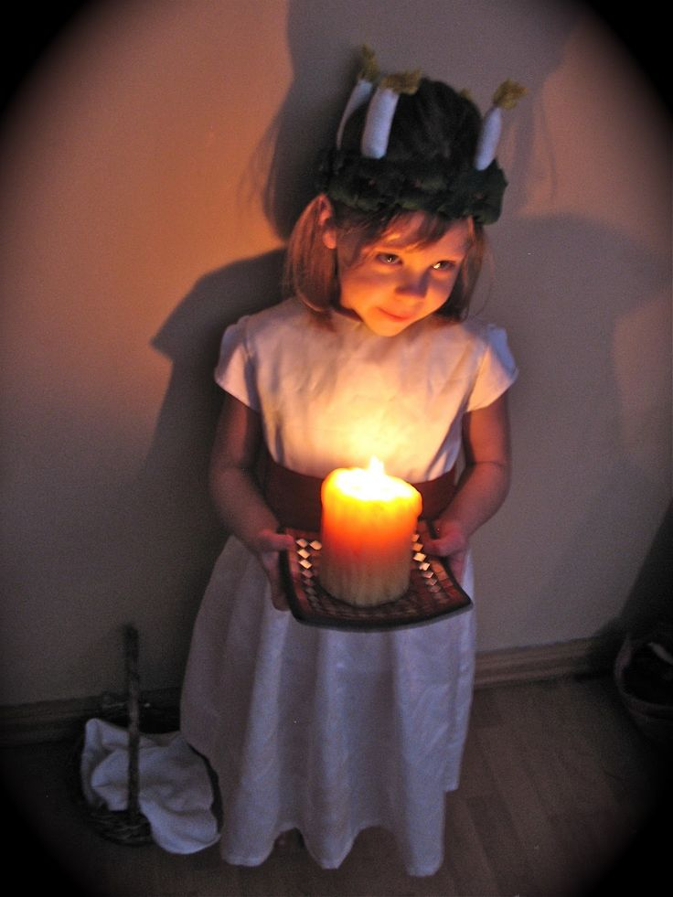 Twig and Toadstool: Celebrating Santa Lucia - video of song