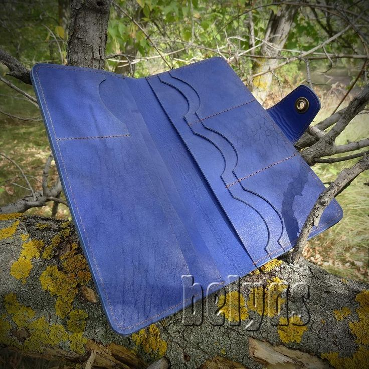 Синий тревел-кошелёк, как это модно называть нынче. Так ли важно название? Куда важнее триединство красота-простота-функция!  #красота #простота #функция #синий #кошелёк #belyas #тревел