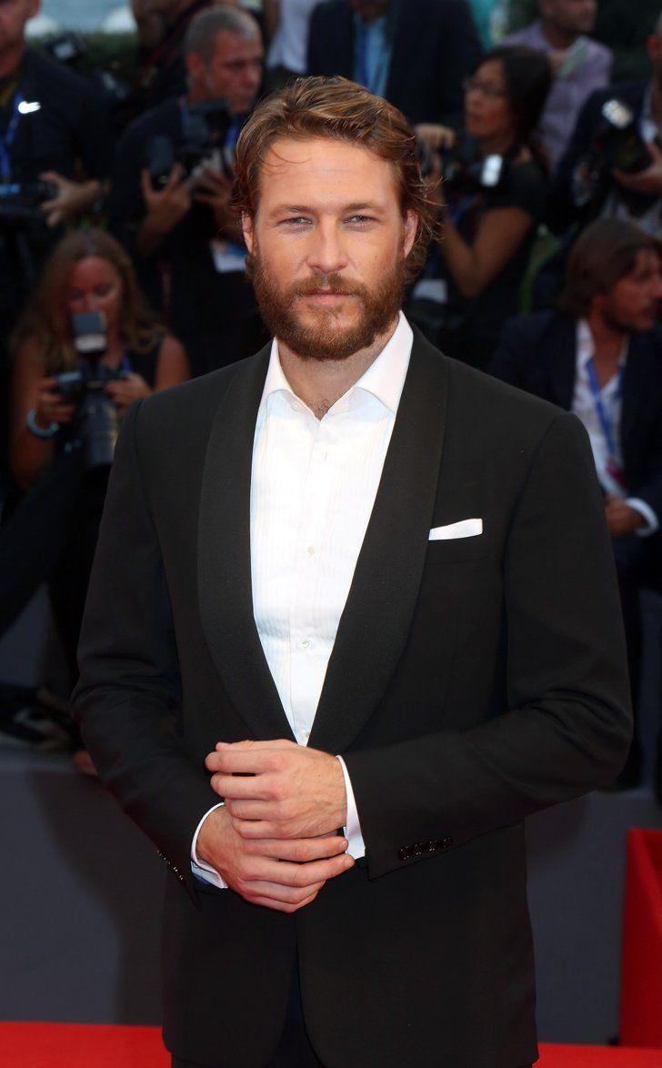 Le Festival du Film de Venise Nous Rappelle Qu'il N'y a Rien de Mieux Qu'un Homme en Costume Luke Bracey