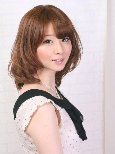 ミディアムヘア1:大きなカールのふわミディアム 春のトレンドヘアスタイル・髪型   All About MICO [ミーコ]