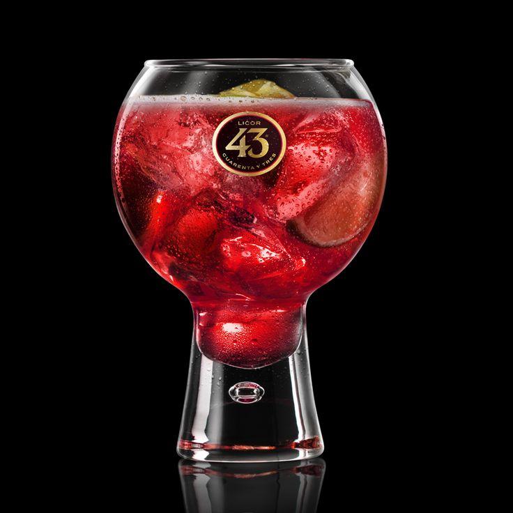 Met het extra fruitige Red Sangría recept, creëer je een unieke twist op de klassieke sangria, door je favoriete fruit te combineren tot een heerlijke mix.