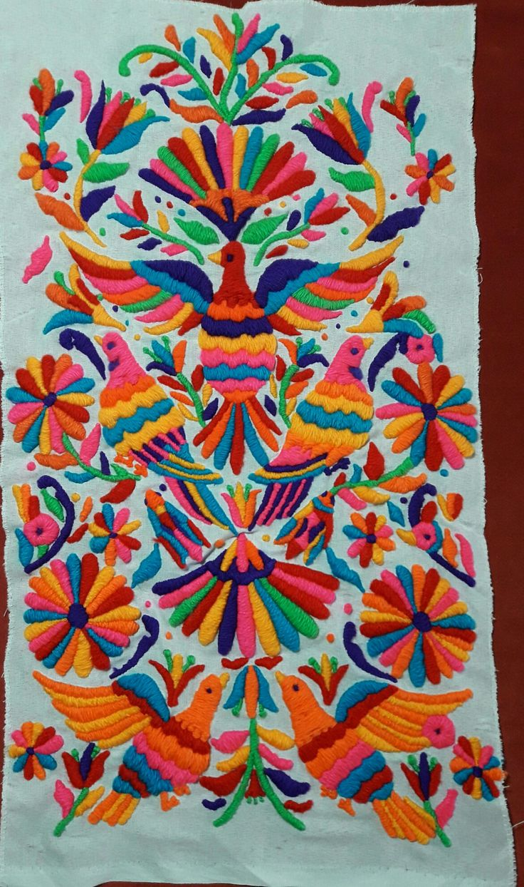 Bordado otomi Mexican Embroidery, Embroidery Art, Art Deco Tattoo, Hand Embroidery Design Patterns, Mexican Pattern, Batik Art, Floral Drawing, Mexican Folk Art, Fabric Painting
