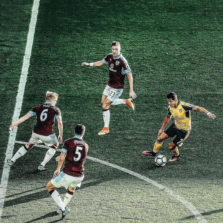 Sanchez  . . . #footydotcom #fcfc #footy #footballboot #soccercleats #football #soccer #futbol #futbolsport #cleatstagram #totalsocceroffical #fussball #bestoffootball #rldesignz #footballboots #footballnews #nike #nikefootball #nikesoccer #superfly #mercurial #arsenal #afc #gunners #sanchez #alexissanchez