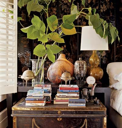 British Colonial:,.bedroom? lamp? trunk? yes!