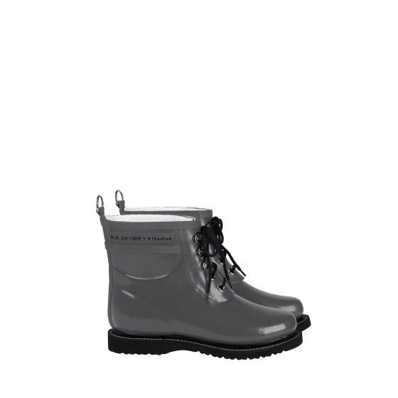 SHORT RUBBERBOOT from Ilse Jacobsen for the days when it's just raining a little bit. Very comfy. Had a diffcult time desciding which color to choose.