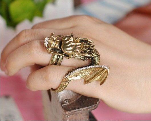 Bague dragon avec aile or vieilli deux doigts