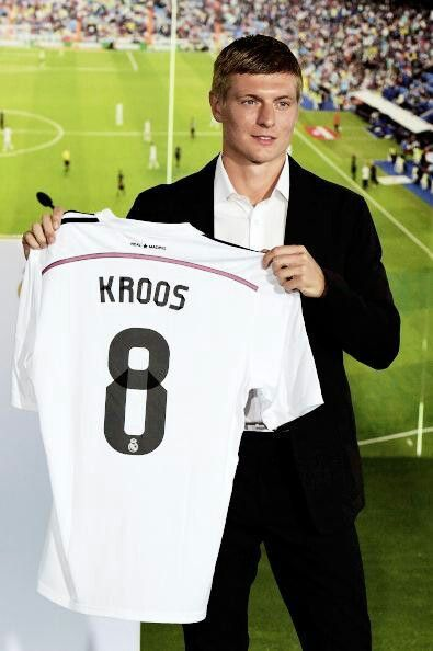 Here we go! Toni kroos is officialy a realmadrid player!!