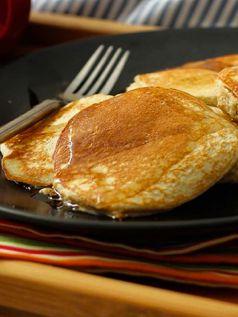 Banana Whey Protein Pow Pancakes - http://proteinpow.com/2015/09/banana-whey-protein-pow-pancakes.html
