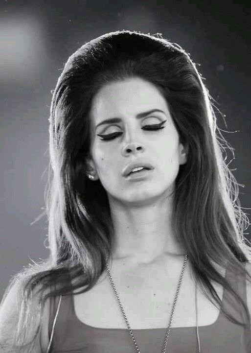 Lana del rey + perf hair