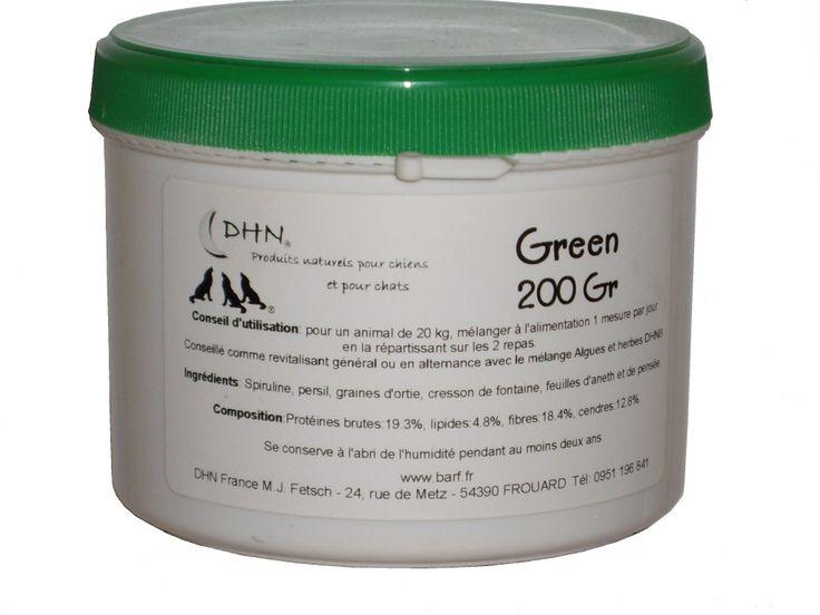 Algues et herbes - Green – 200g - 15e - Mélange d'algues et d'herbes aux propriétés revitalisantes. Se donne en alternance avec le mélange Algues et Herbes DHN®. Est particulièrement indiqué durant la convalescence et excellent durant la maladie. Composition : spiruline, persil, graines d'ortie, cresson de fontaine, feuilles d'aneth et de pensée. Conseil d'utilisation : une mesure rase pour un chien de 30 kg à répartir sur les 2 repas de la journée.