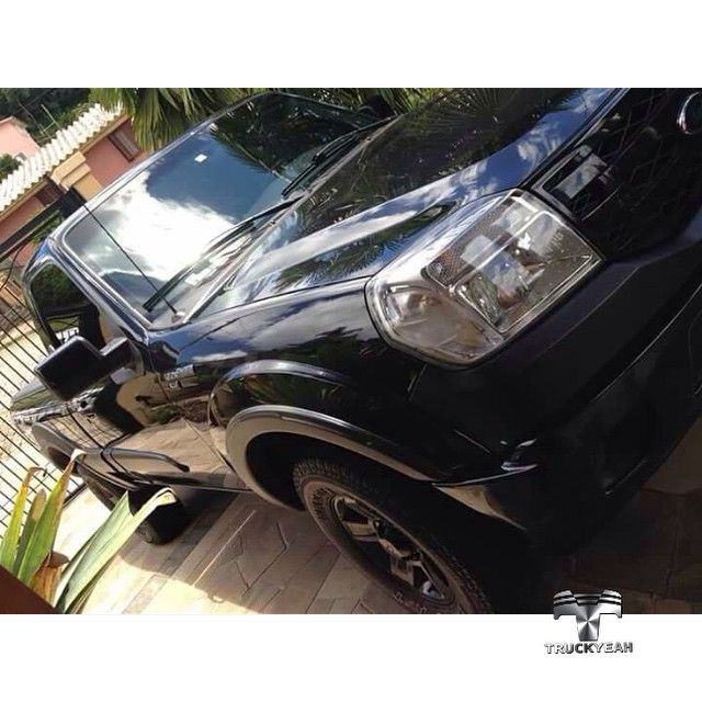 ♣ Back in Black! ♣  Ford Ranger do nosso amigo Trucker Willian Heissler @willianheissler de Bento Gonçalves Rio Grande do Sul.  Pretinha Linda! Truckyeah!✌  Valeu Willian! Bem-vindo aos Truckers!   #truckyeahtruckers #truckyeah #Ford #FordRanger #fordtrucks #truckers #picape #pickups #caminhonete #dieseltrucks #offroad #4x4 #foradeestrada #estradadeterra #sertanejo #country #countryrock #trileiros #thetimmcgraw #truckclub #bruto #brutaiada #bruta #camioneta #countryboy #BentoGonçalves…