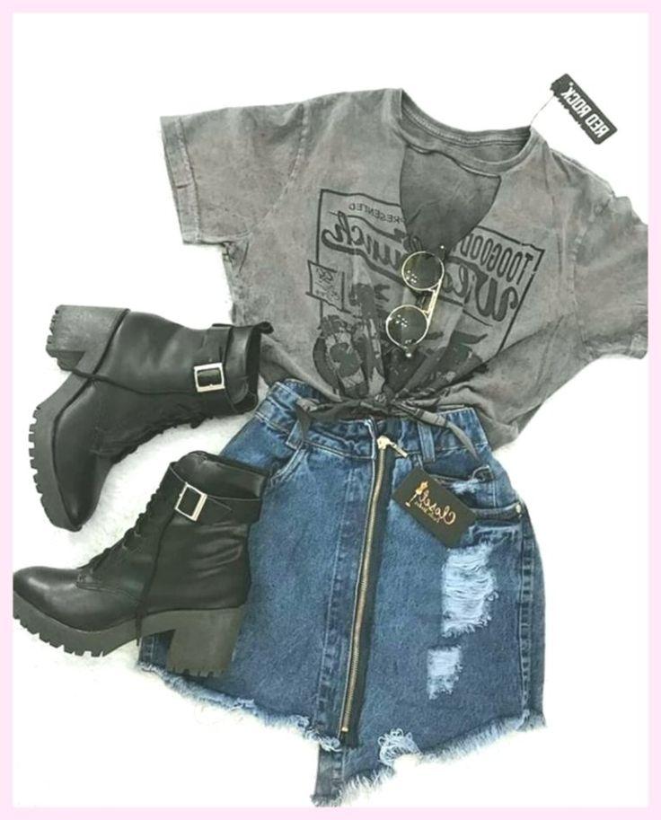 T-shirt graphique avec une jupe en jean courte avec fermeture à glissière et, #grafisch #korte #shirt #spijkerrok   – het breien van mutsen