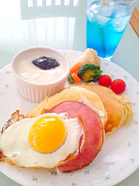 友達から、嵐のハワイアングッズが届いた~ なので今朝は、気分だけでもハワイア~ン 行ったことないけど(笑) - 20件のもぐもぐ - パンケーキとライムジュース by shinyorita