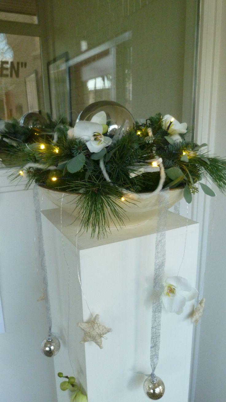 kerststuk op pilaar kerstbloemschikken workshop bloemschikken