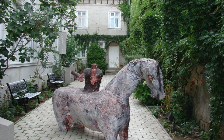 en 2008 j'exposais ici dans le projet féministe (Perspective) Olivia Nitis curator. Anaïd Gallery,Bucarest Roumanie