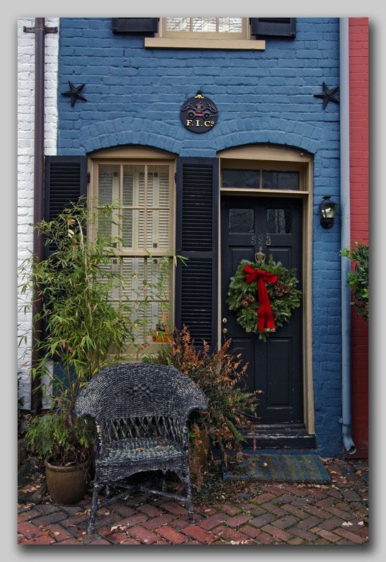 "The ""six foot house"" in Old Town Alexandria, VA. I…"