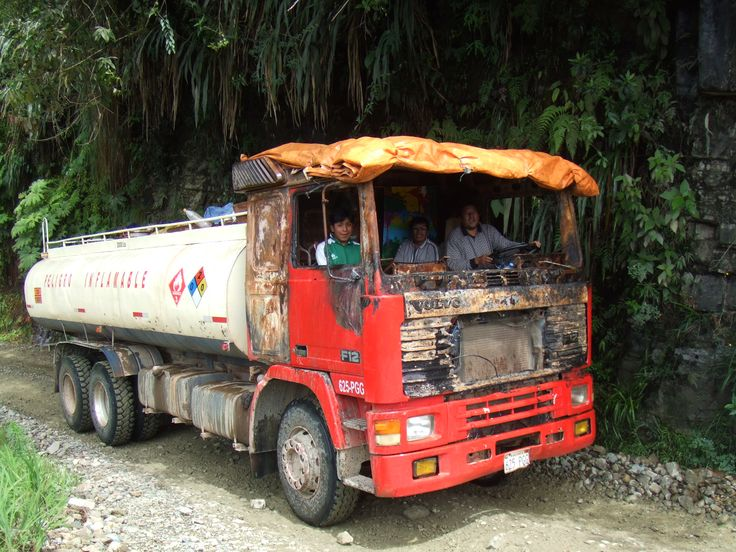 VOLVO in Bolivia, alter Volvo Tanklastwagen in Peru. repines by www.inka-Trail.eu