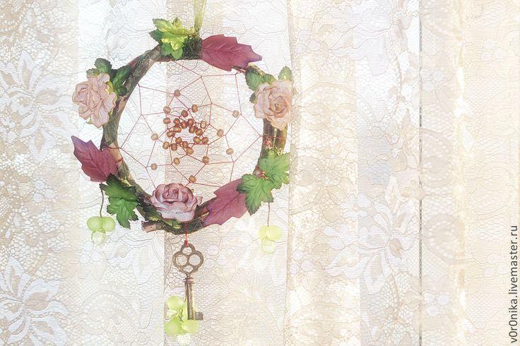 Ловец `Эдем`, серия `Райский сад` обруч из натурального дерева, классическое плетение, деревянные бусины, подвеска - ключик, ленты декоративные. 600 руб